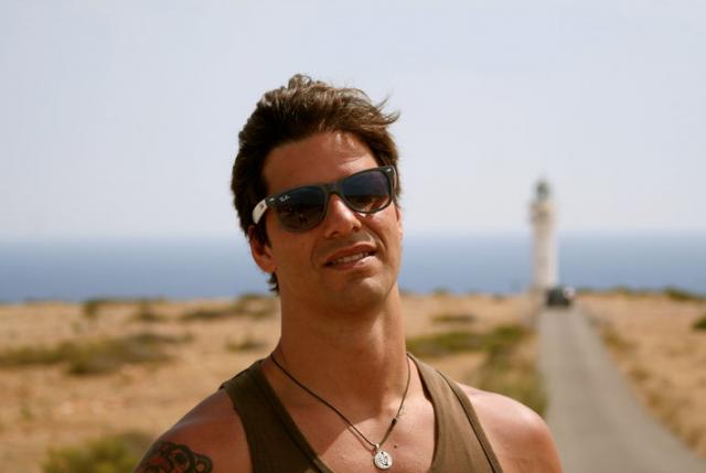 """O ex-modelo e publicitário Alex Corban, proprietário da agência Ibiza Destiny, tem 17 verões de Ibiza nas costas e total autoridade para indicar """"the place to be"""""""