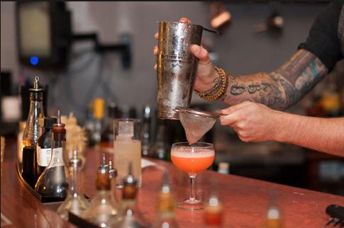 Gin Joint, um dos bares do momento em Atenas, especialista em gim (foto: divulgação)