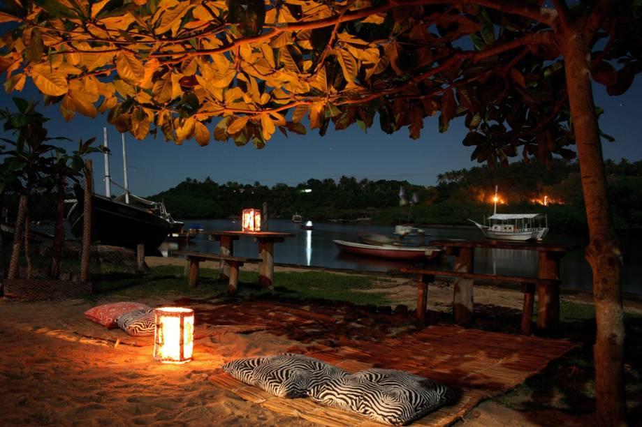 A charmosa vila de Caraíva, em Porto Seguro (BA), localizada na praia de mesmo nome, concentra os bares, restaurantes e o burburinho da alta temporada