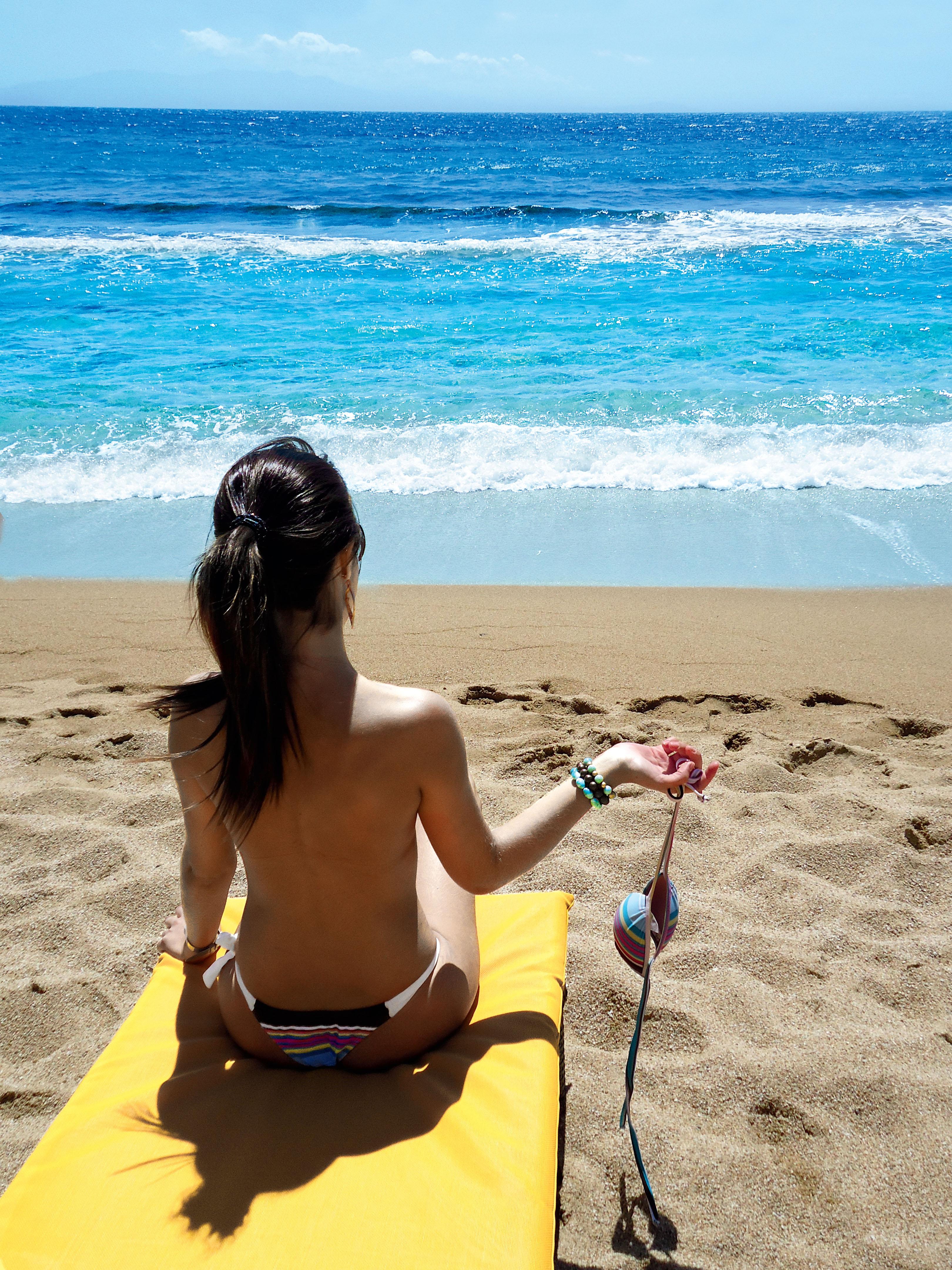 EU FUI: Caroline Marini à vontade em Paradise Beach, em Mykonos