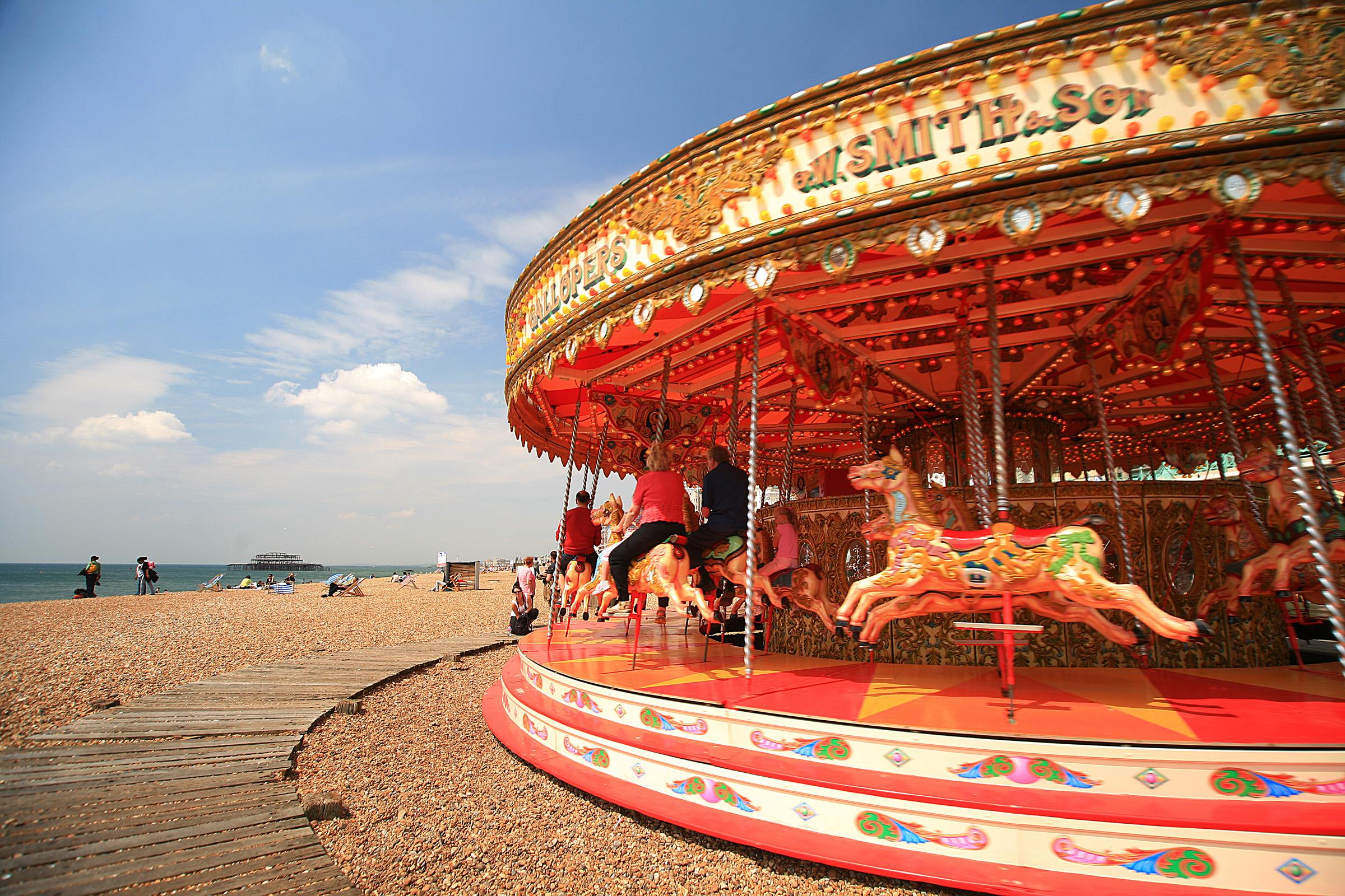 Carrossel na praia de Brighton (foto: LASZLO ILYES/Flickr/creative commons)