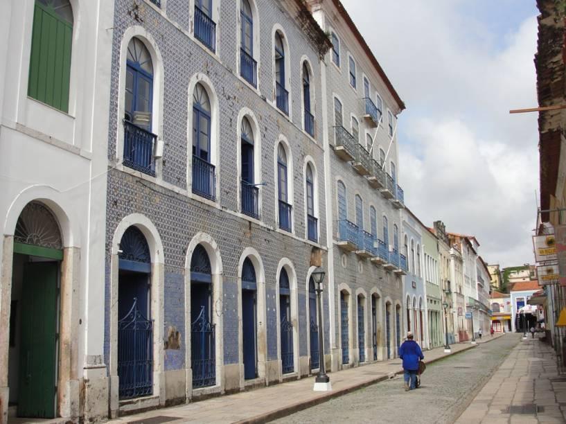 """O museu <a href=""""http://viajeaqui.abril.com.br/estabelecimentos/br-ma-sao-luis-atracao-casa-de-nhozinho"""" rel=""""Casa de Nhozinho"""" target=""""_blank"""">Casa de Nhozinho</a> em <a href=""""http://viajeaqui.abril.com.br/cidades/br-ma-sao-luis"""" rel=""""São Luís (MA)"""" target=""""_blank"""">São Luís (MA)</a> homenageia o trabalho de Antônio Bruno Pinto Nogueira, o Nhozinho, um dos mais importantes artesãos maranhenses"""