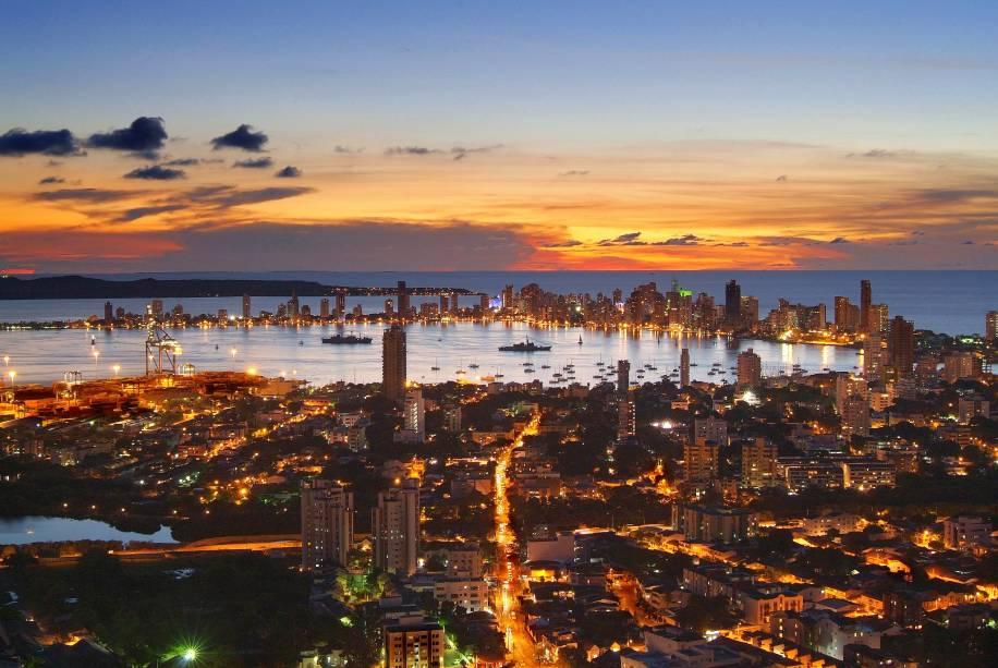 """Patrimônio Mundial da Humanidade, <a href=""""http://viajeaqui.abril.com.br/cidades/colombia-cartagena/"""" rel=""""Cartagena"""">Cartagena</a>, na <a href=""""http://viajeaqui.abril.com.br/paises/colombia"""" rel=""""Colômbia"""">Colômbia</a>, é famosa por seu centro histórico fortificado com 13 quilômetros de muros de pedras construídos a partir do século 16"""