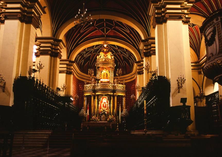 Vista da nave da Catedral de Lima