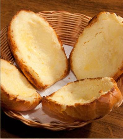 Catupiry e provolone no pão, entrada da Caverna Bugre