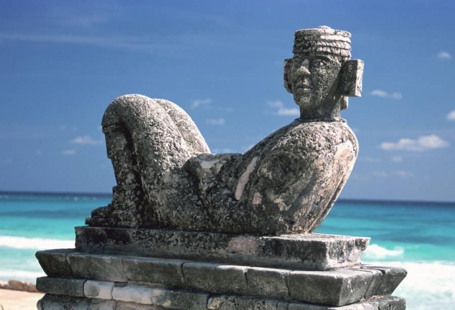 O Chacmool é uma estátua frequentemente encontrada em sítios toltecas e maias. Sua função ou quem ele representa ainda é um mistério. O próprio nome chacmool é uma criação relativamente recente