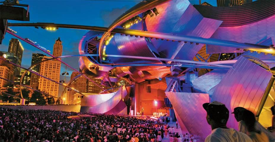 Show no Jay Pritzker Pavilion no Millennium Park. O parque abriga diversos eventos abertos ao público