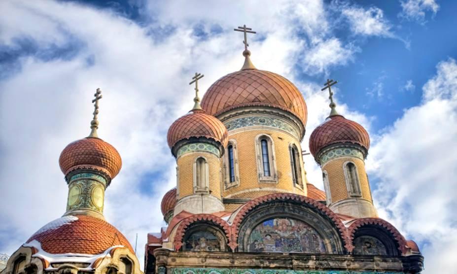 A maior parte das igrejas ortodoxas de Bucareste, na Romênia, foram construídas nos séculos 17 e 18 e têm torres altas e abóbadas coloridas