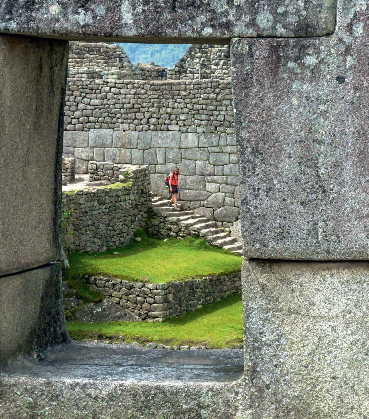 A foto clássica da cidade inca, com a escalável Montanha Huayna Picchu ao fundo