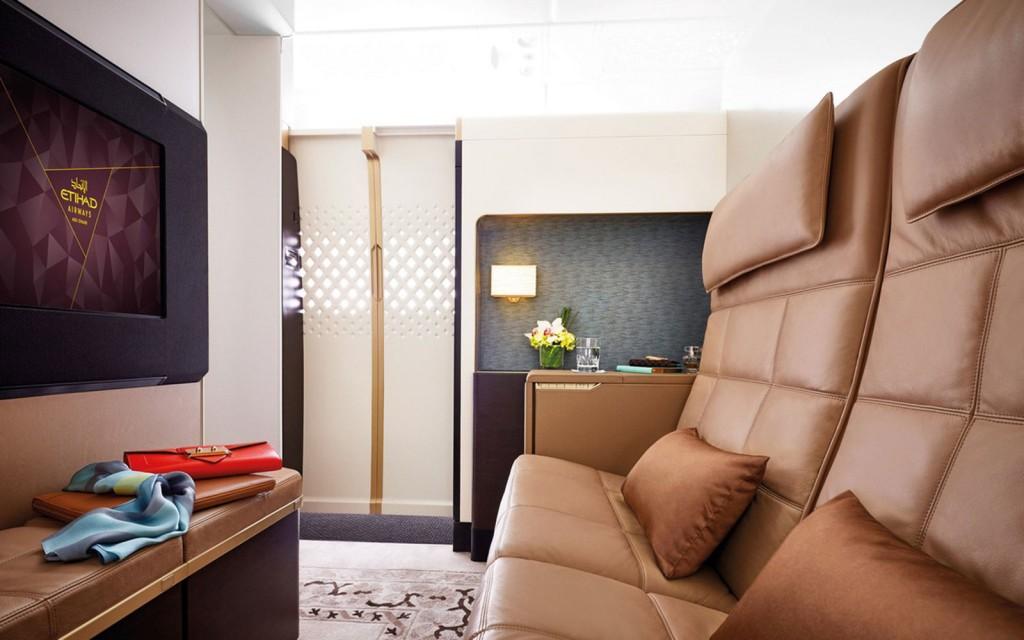 A classe The Residence comporta apenas duas pessoas por voo (fotos: divulgação)