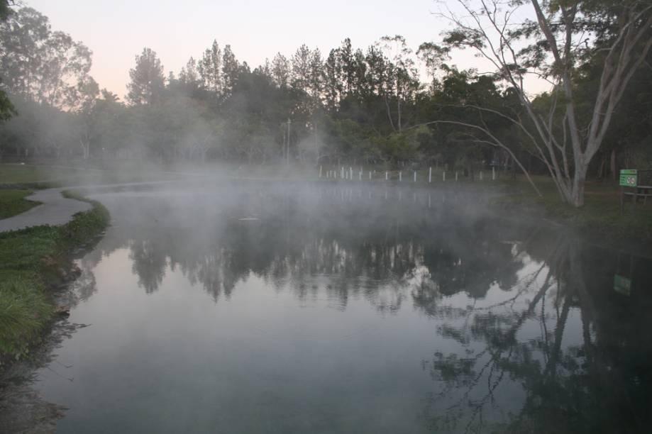 O Lagoa Thermas Park abriga a Lagoa Pirapitinga, onde foram descobertas as águas quentes da região de Caldas Novas (GO). Além de relaxantes, elas trazem benefícios à saúde