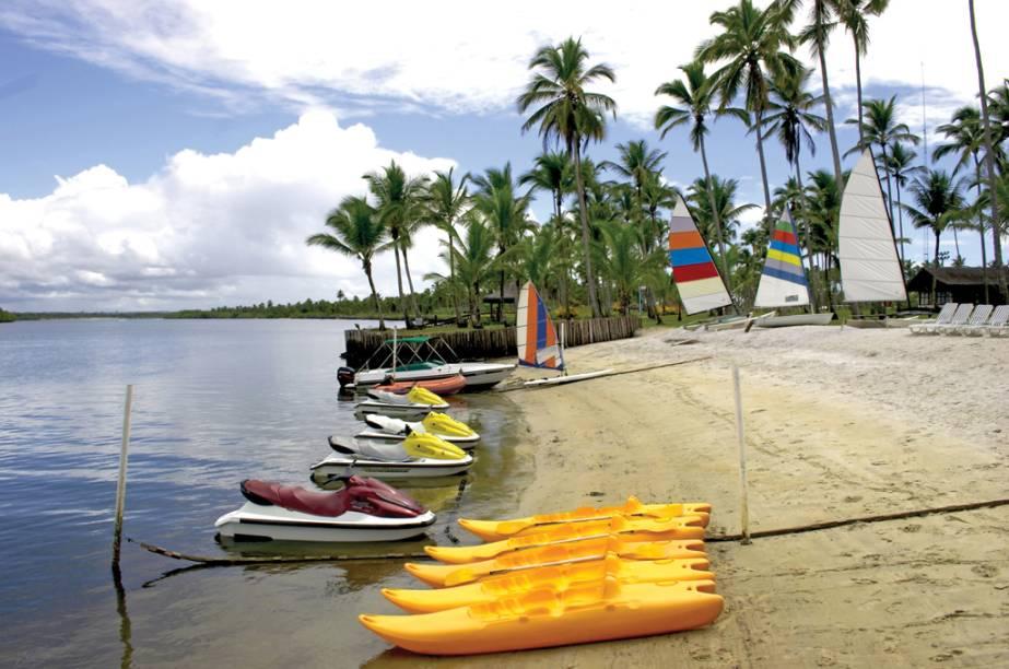 Caiaques e embarcações para passeio do Hotel Transamérica Ilha de Comandatuba (Bahia)