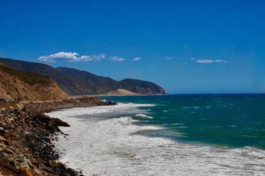 Costa de Malibu, ao norte de Los Angeles