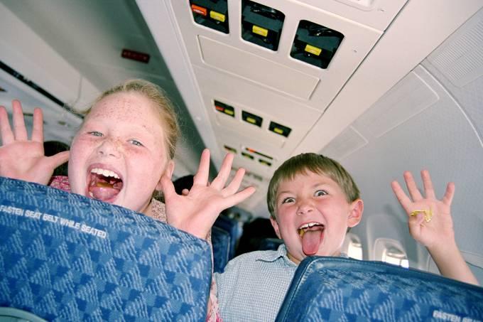 crianças loucas no avião