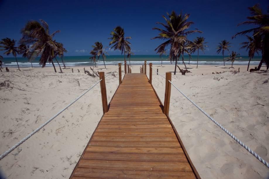 Cercada de dunas, Cumbuco no Ceará é destino de turistas em busca dos passeios de bugue e ganhou, no fim de 2010, o maior resort da região, o Vila Gal