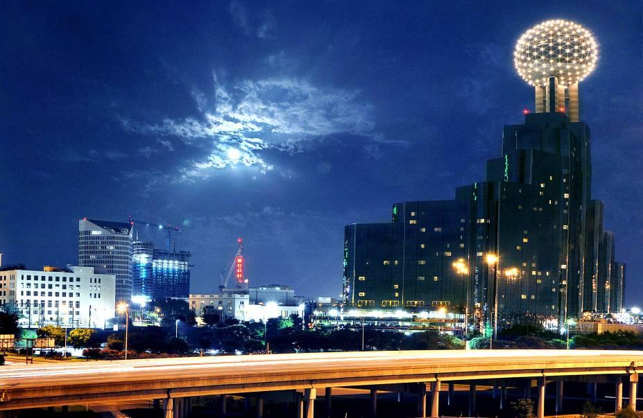 Dallas já foi conhecida pela força de sua economia, vinda do petróleo. Hoje, a cidade é um importante pólo de telecomunicações e tecnologia
