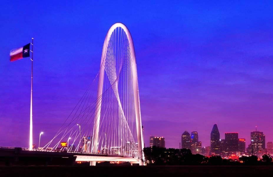 A ponte estaiada Margaret Hunt Hill foi inaugurada em 2012 e oferece uma visão privilegiada da cidade de Dallas