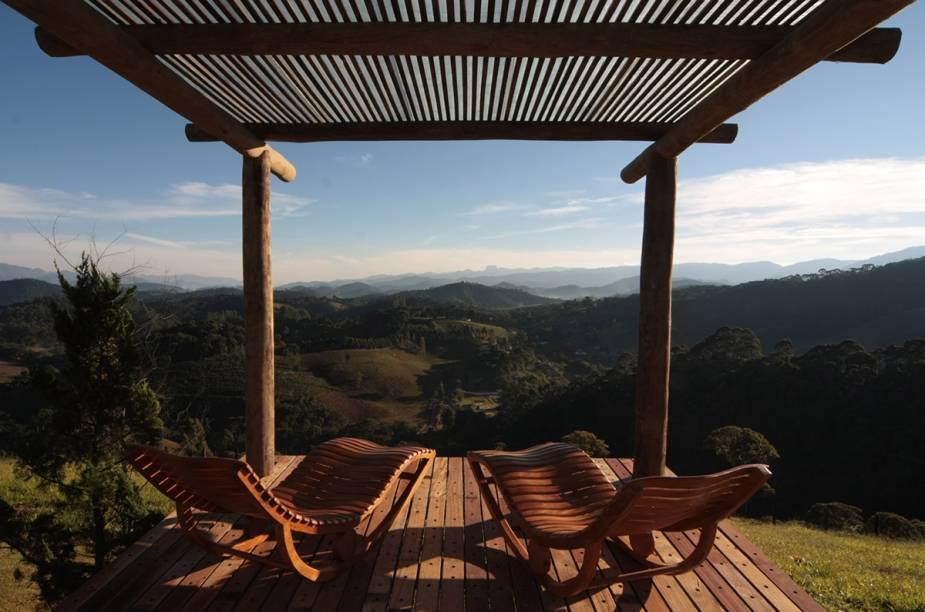 Deque ideal para relaxar a dois, na pousada Quinta dos Pinhais