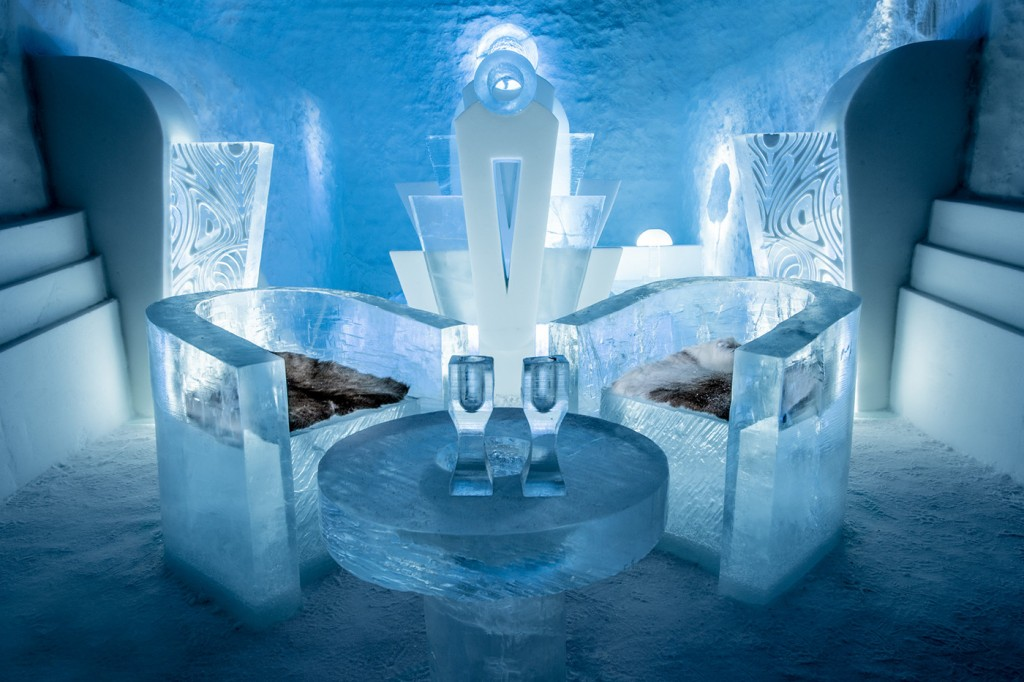 Poltronas da suíte de luxo (Foto: Reprodução/Icehotel)