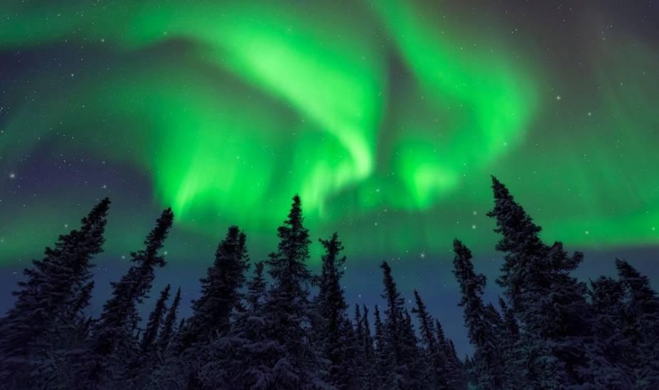 """<strong>2. Denali National Park and Preserve, Alasca, <a href=""""http://viajeaqui.abril.com.br/paises/estados-unidos"""" rel=""""Estados Unidos"""" target=""""_blank"""">Estados Unidos</a></strong>        Se a aurora boreal está na sua lista de desejos, o Denali National Park é um local privilegiado para contemplar as luzes verdes e rosas. Apesar de o inverno ser definitivamente o melhor momento para conferir a exibição, também vale a pena ir após a segunda semana de agosto - quando a noite começa a cair mais cedo em Denali - para contemplar esse espetáculo da natureza        <a href=""""http://viajeaqui.abril.com.br/materias/veja-fotos-de-paisagens-naturais-do-alasca"""" rel=""""+ Fotos das paisagens naturais do Alasca"""" target=""""_blank"""">+ Fotos das paisagens naturais do Alasca</a>"""