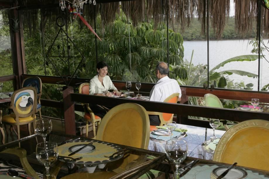 Também à beira do Lago Paranoá, o restaurante Patú Anú é ideal para jantares românticos