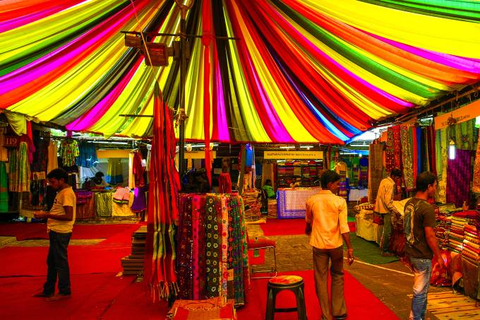 01ATNQNZ – India, New Delhi, Dilli Haat is a wide range of craft shops of all states of India