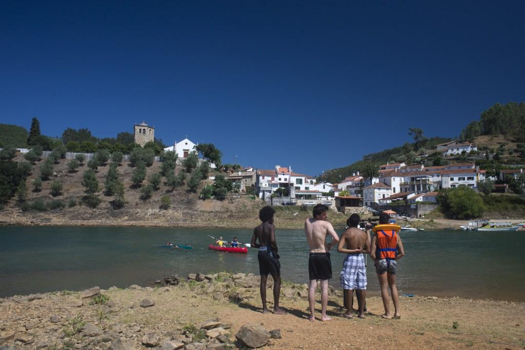 Nos dias de calor, bom mesmo é dar um mergulho no rio (Foto: Ora, Pois!)