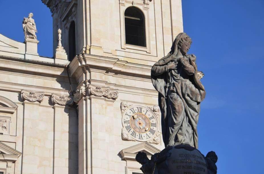 A catedral de Salzburgo foi construída no século 17 em estilo barroco. Mozart foi batizado em seus recintos