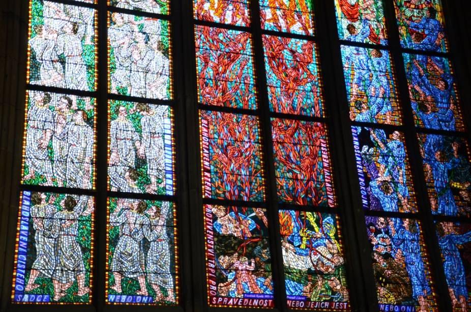 Vitral na Catedral de São Vito, no Castelo de Praga