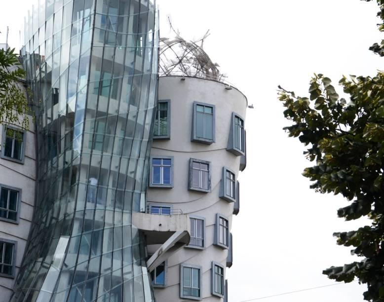 Popularmente conhecido como Ginger e Fred, o edifício dos arquitetos Frank Gehry e Vlado Milunic destoa um pouco da arquitetura uniforme de Praga, mas não deixa de ser uma atração curiosa