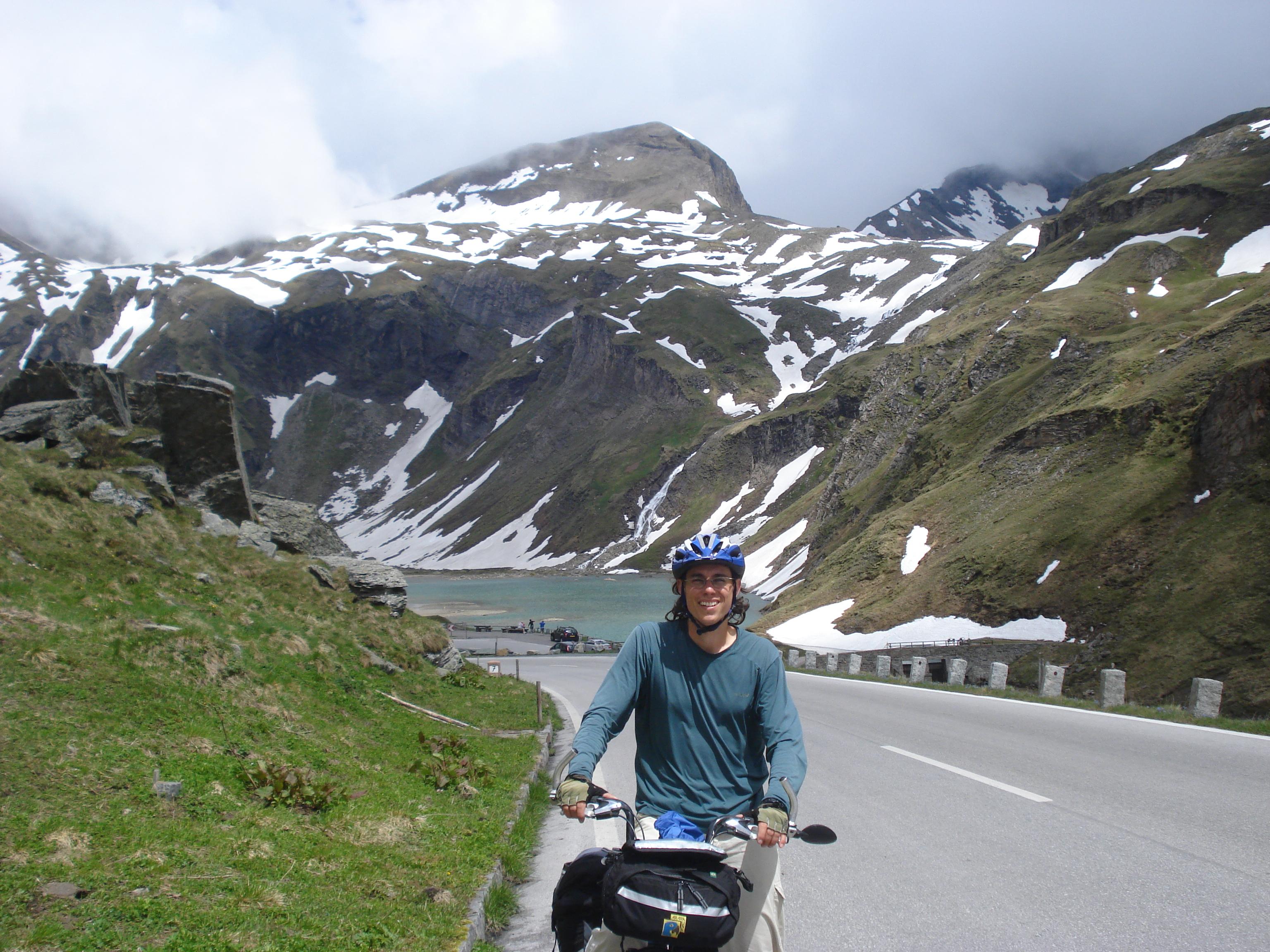 Rodrigo Telles, um dos fundadores do Clube de Cicloturismo do Brasil, em uma de suas viagens de bicicleta