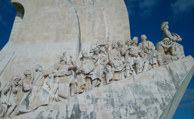 Padrão dos descobrimentos, com o rei Afonso V, Vasco da Gama, Pedro Álvares Cabral, entre outros. (foto: Renata Hirota)