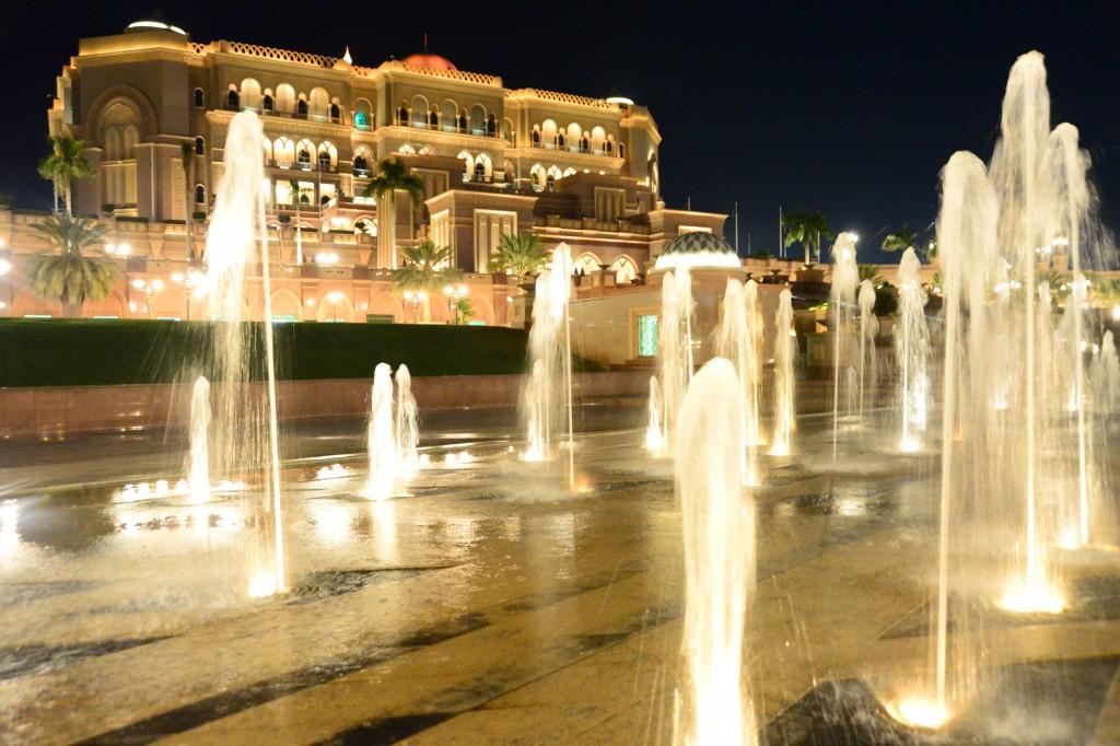 Emirates Palace, o bambambã da cidade, a imponência da imponência da imponência (ou o avesso do avesso do avesso)