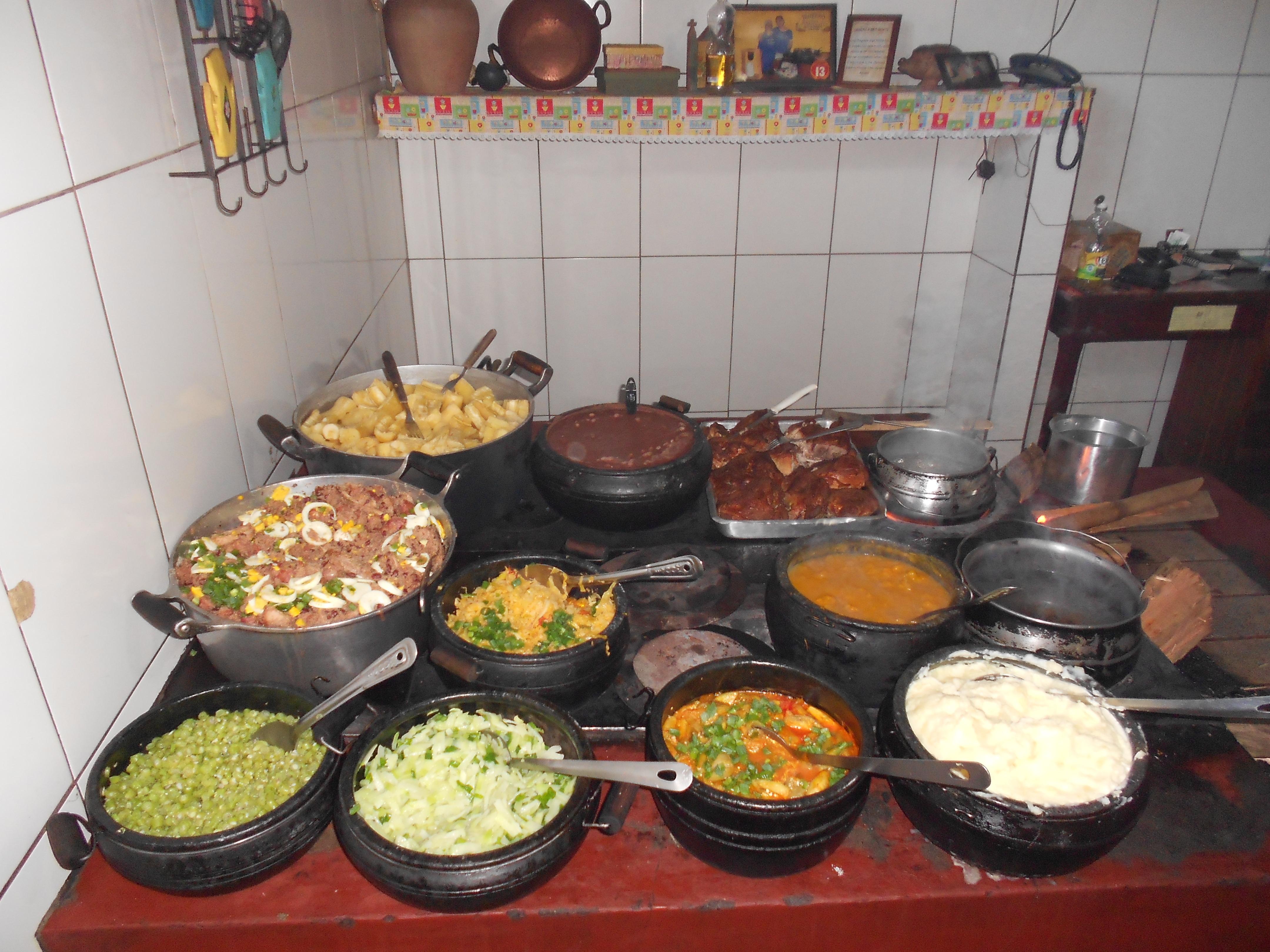 Bufê do restaurante Tempero da Ângela, em Tiradentes/ MG