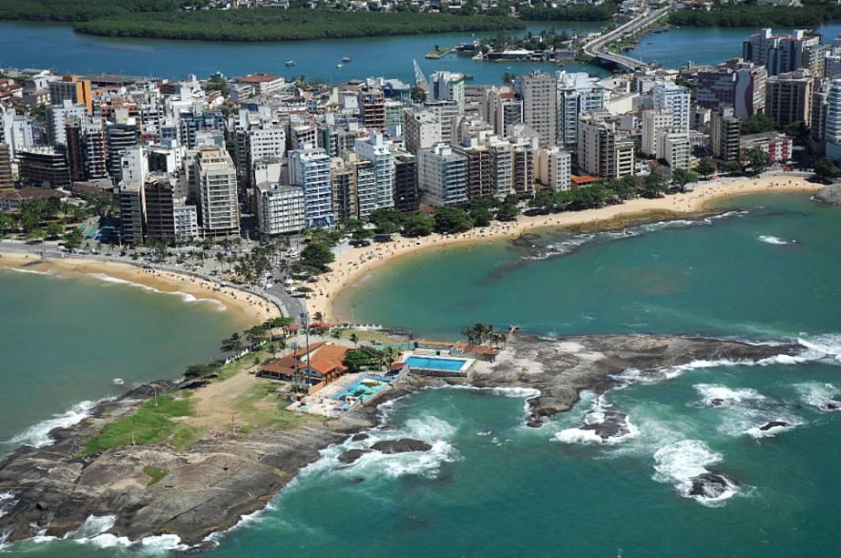 De praias urbanizadas e populares até selvagens e desertas, Guarapari tem o trecho de litoral mais eclético do Espírito Santo