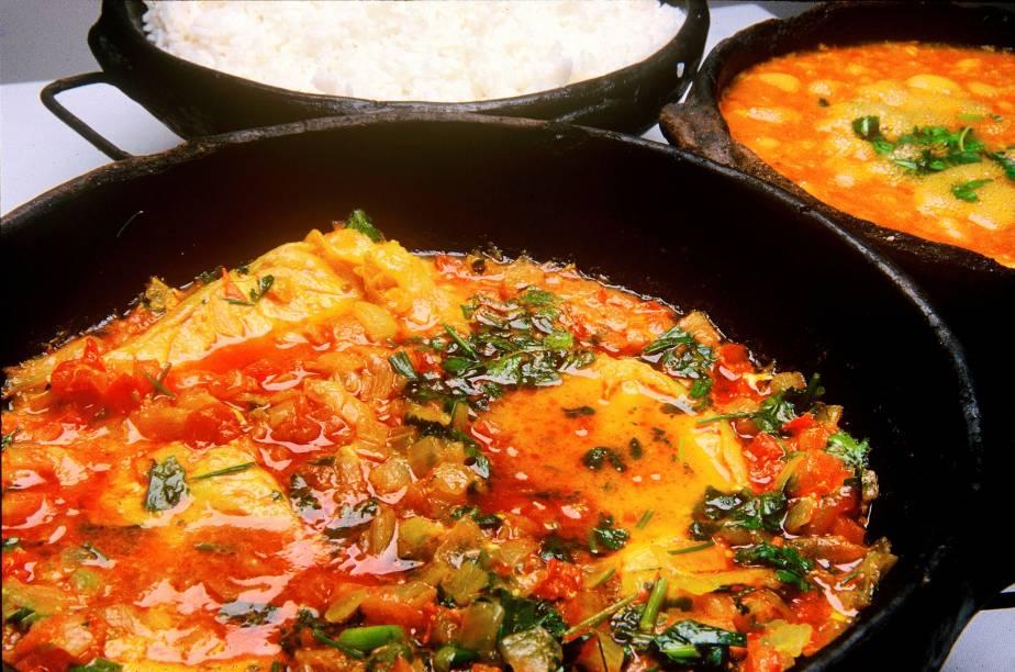 Prato típico do estado do Espírito Santo, a moqueca capixaba fica mais saborosa quando é feita na panela de barro