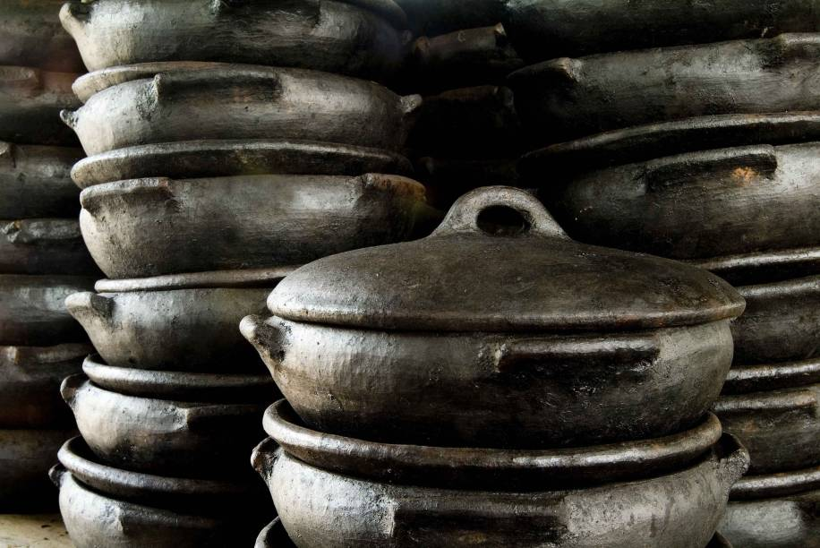 A panela de barro é a maior manifestação do artesanato capixaba. Há pelo menos 400 anos a tradição é passada de mãe para filha e foi tombada pelo Instituto do Patrimônio Histórico e Artístico Nacional (Iphan)