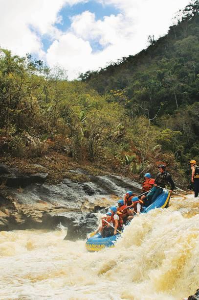 Em Domingos Martins (ES) a prática de rafting acontece nos finais de semana, no Rio Jucu. São duas horas de descida enfrentando corredieras de nível II ao IV