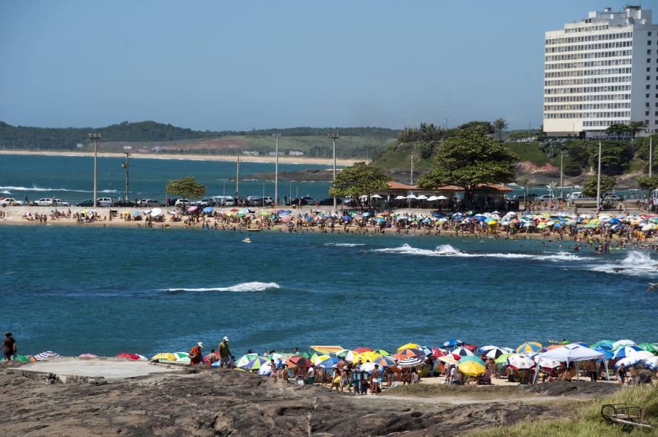 A Praia dos Namorados é uma das mais famosas de Guarapari (ES). Seu nome vem de uma lenda local, que diz que um casal se apaixonou devido à magia do lugar