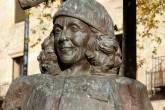 Escultura em homenagem à cantora Carmen Martín Gaite, em praça da cidade espanhola de Salamanca (foto: Manuel/Wikimedia commons)