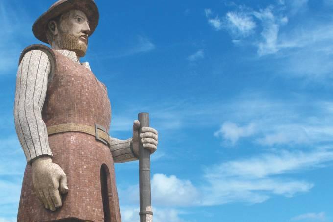 estatua-de-borba-gato-do-escultor-julio-guerra-1912-2001-no-bairro-de-santo.jpeg