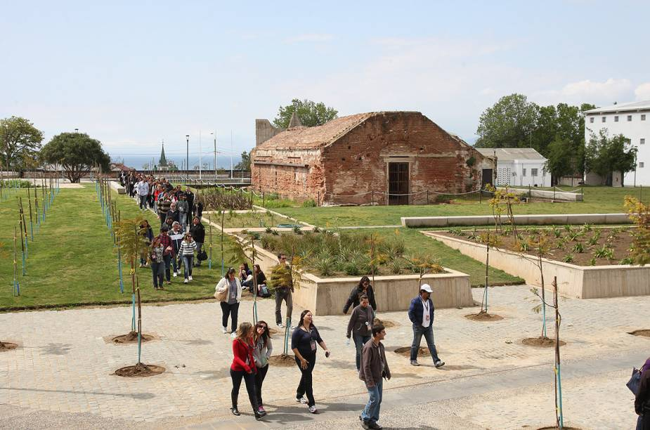 O Parque Cultural Valparaíso é uma antiga prisão que foi restaurada para servir como um grande centro de arte contemporânea