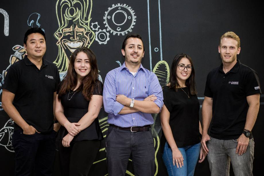 Equipe da startup Exchange, composta por Cassio Horita, Thais Vieira,Marcos Almeida, e Ana Iacovino eCarlos Rodrigues