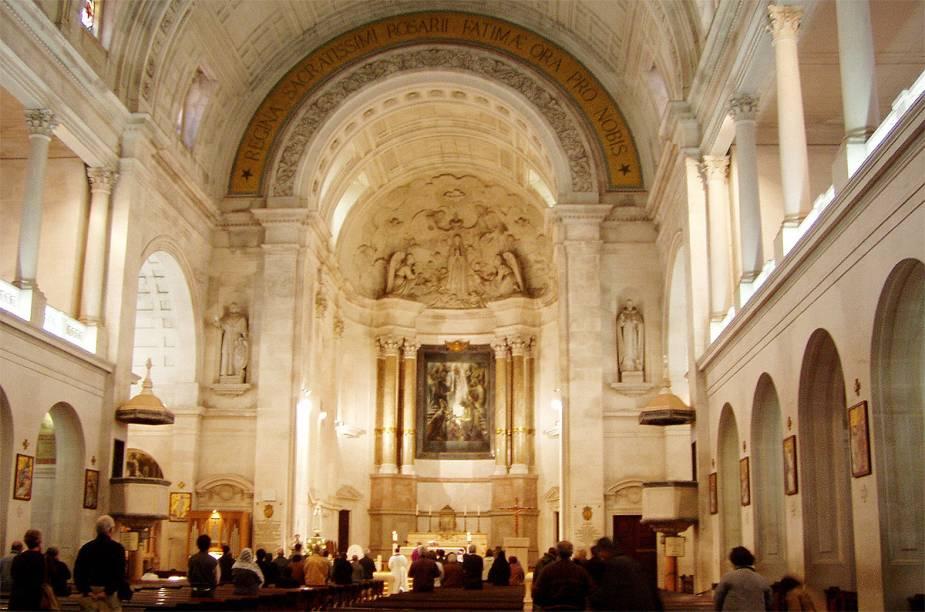 Interior do santuário de Nossa Senhora de Fátima, em Portugal