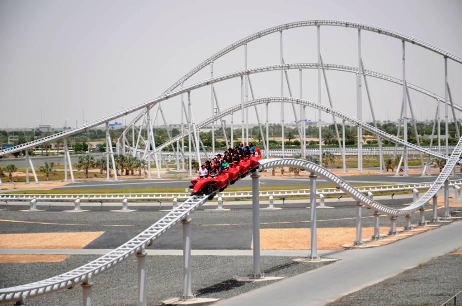 Formula Rossa, a montanha-russa mais rápida do mundo: os carrinhos chegam a atingir 240 km/h em menos de cinco minutos