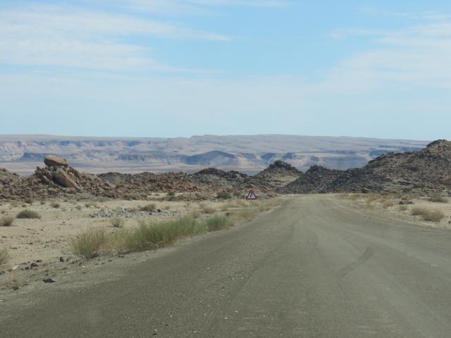 A linda estrada entre Ai-Ais e o mirante do cânion