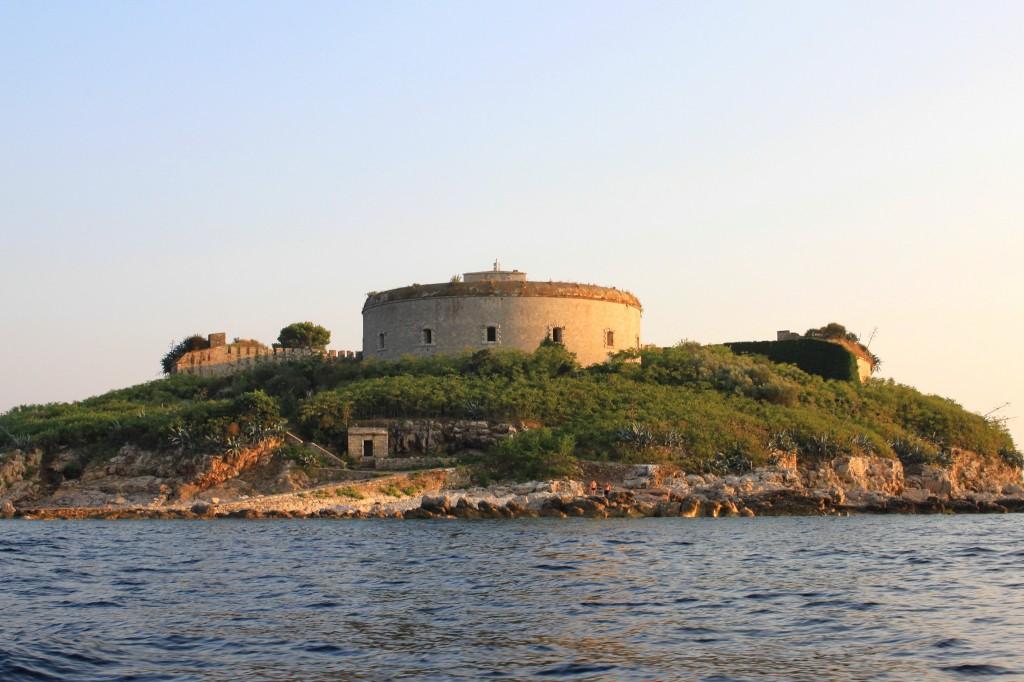 O Forte de Mamula fica na pequena ilha de mesmo nome (foto: Hons084 / Wikimedia Commons)