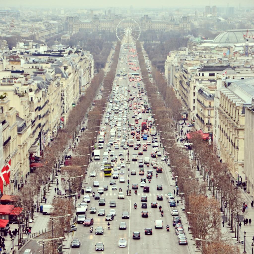 Sem a torre, mas a Champs-Elysées não é a avenida mais linda do mundo? (foto: Anna Laura Wolff)