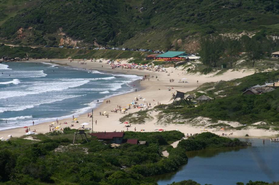 A Praia do Rosa é a única parte do litoral do Brasil a figurar no seleto clube das Baías Mais Bonitas do Mundo