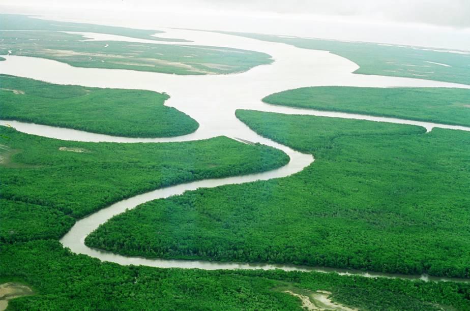 """Uma das opções de passeio na segunda maior cidade do Piauí é o de <a href=""""http://viajeaqui.abril.com.br/estabelecimentos/br-pi-parnaiba-atracao-passeio-de-barco-pelo-delta-do-rio-parnaiba"""" rel=""""barco pelos igarapés do Rio Parnaíba"""" target=""""_blank"""">barco pelos igarapés do Rio Parnaíba</a>"""